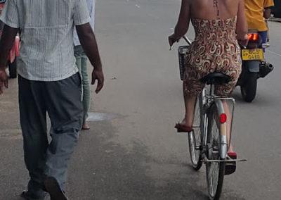 In Sri Lanka op de fiets was toch even wennen...
